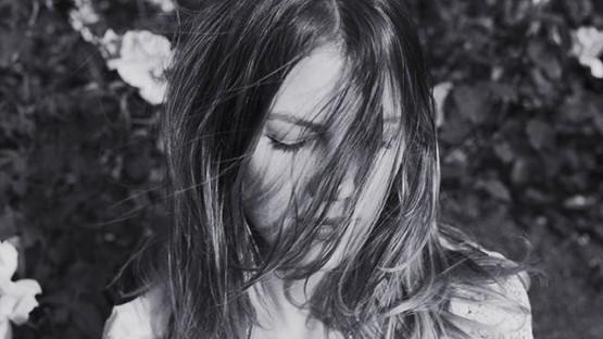 Kinga_Burza-portrait